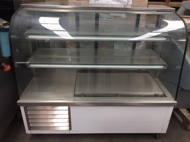 Cake Display – Refrigerated